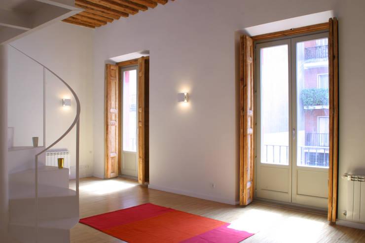 Rehabilitación de edificio ATOCHA. Madrid Salas de estilo moderno de Beriot, Bernardini arquitectos Moderno