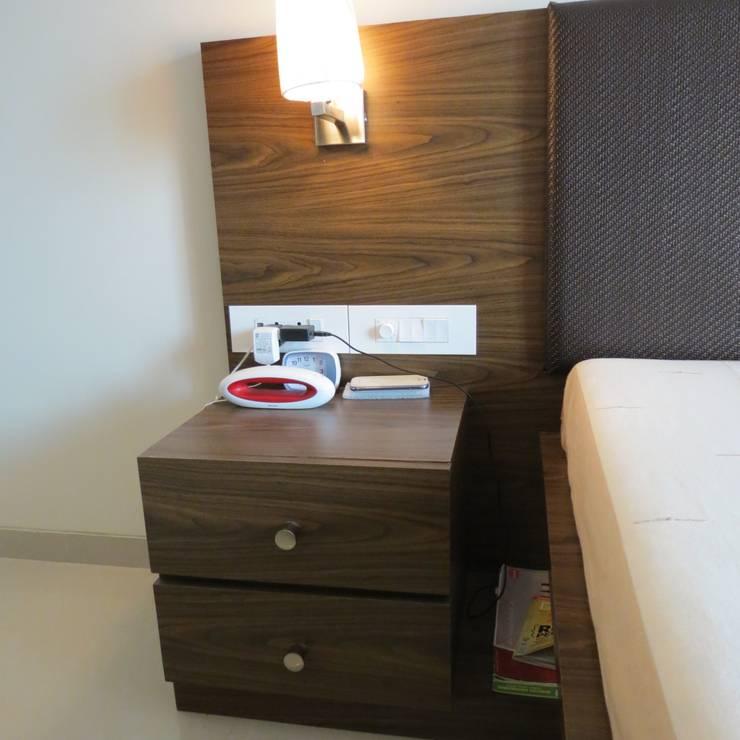 Resident in Mulund : minimalistic Bedroom by TWISHA THAKKER
