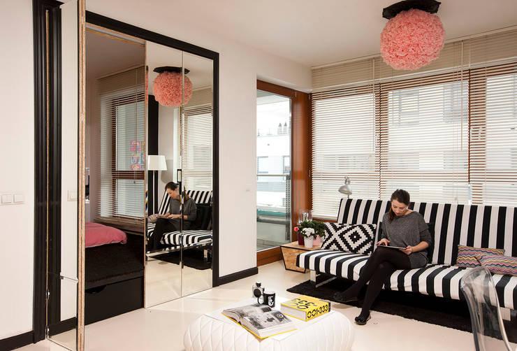 Studio w Wilanowie: styl , w kategorii Salon zaprojektowany przez Sic! Zuzanna Dziurawiec