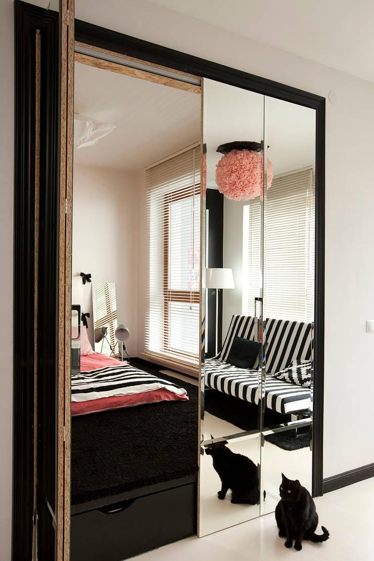 Studio w Wilanowie: styl , w kategorii Sypialnia zaprojektowany przez Sic! Zuzanna Dziurawiec