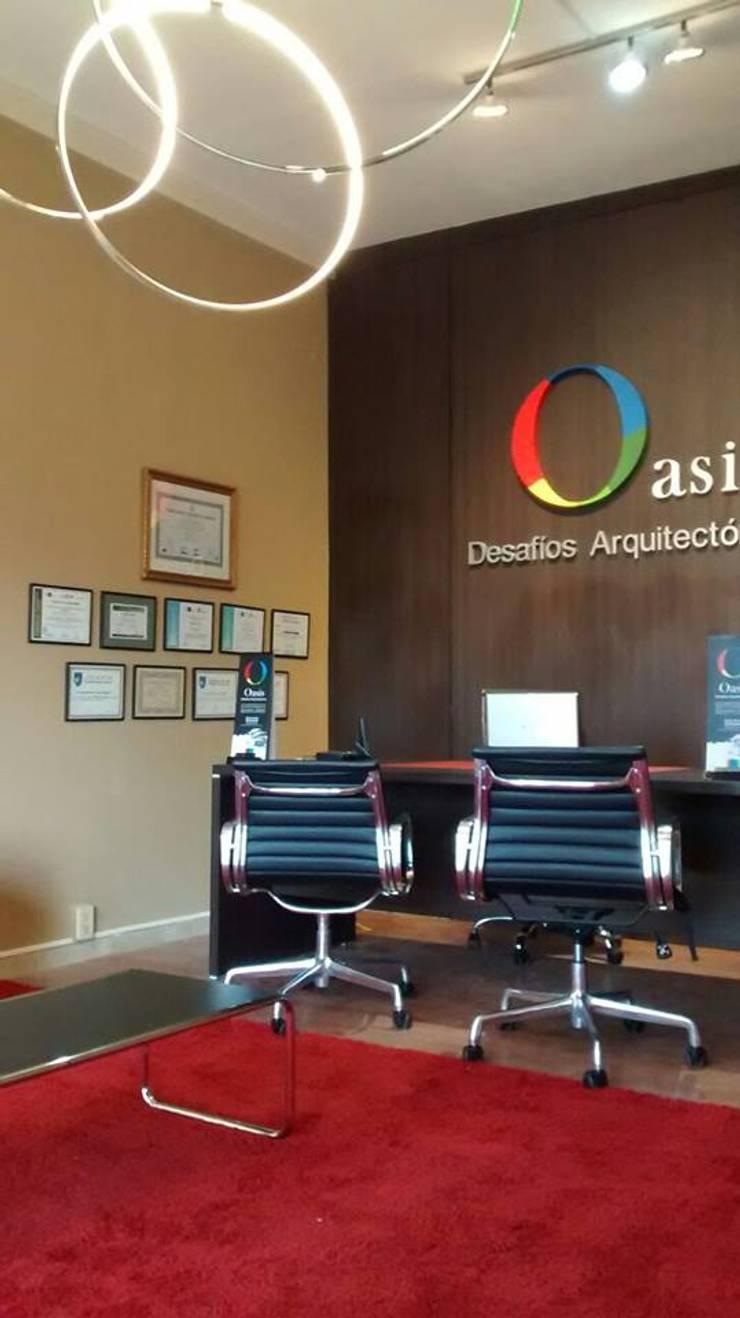 ESTUDIO :  de estilo  por Oasis Desafíos Arquitectonicos,Moderno