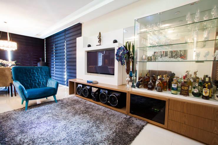 Decoração Interiores sala de estar: Sala de estar  por Janete Krueger Arquitetura e Design