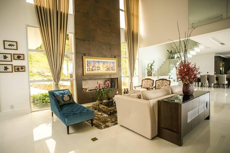ห้องนั่งเล่น by Roma Arquitetura