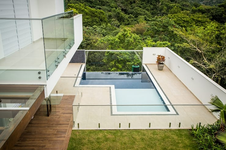 classic Pool by Roma Arquitetura