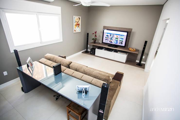 Media room by Roma Arquitetura