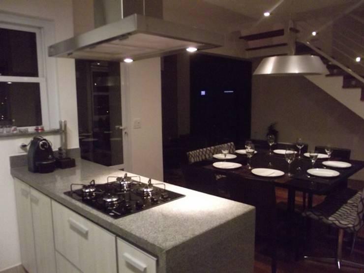 Loft de 104,00m2: Cozinhas  por Daniele Rossi Lopes Arquitetura e Design