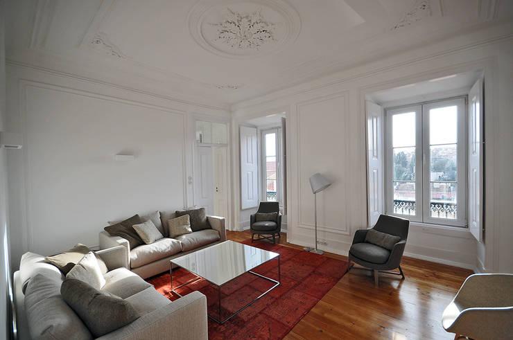 Apartamento Lisboa: Salas de estar  por Colectivo ODD
