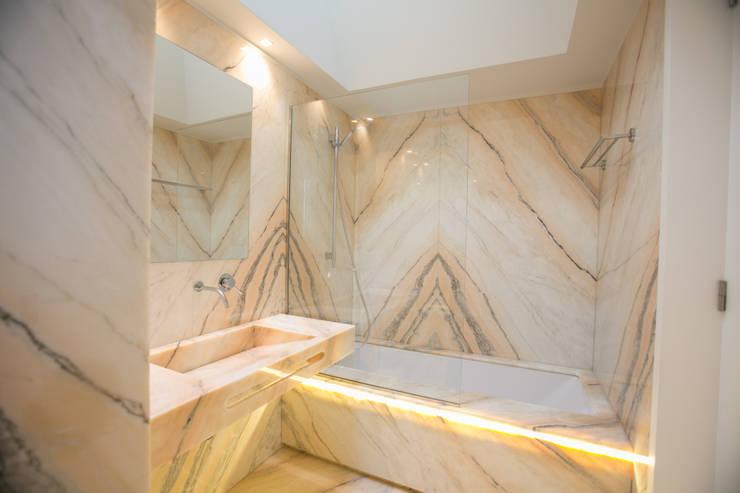 modern Bathroom by RDLM Arquitectos associados