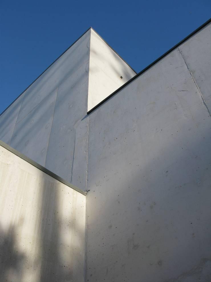 Moradia CE: Casas  por RDLM Arquitectos associados
