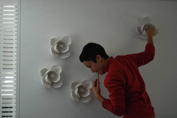 FLORES de GESSO Iva Viana: Casa  por Iva Viana Atelier de Escultura