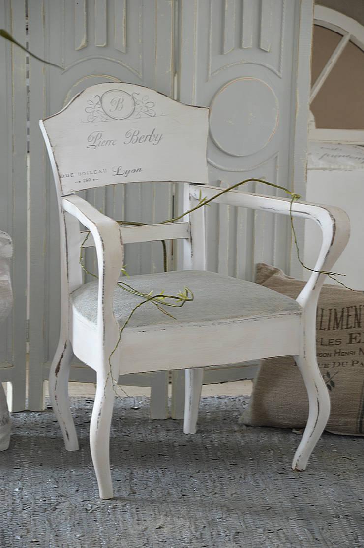 """Verschiedene Ausgefallene Sessel Referenz Von Antiker Armlehnsessel In Weiß/grau """"shabby-chic"""": Wohnzimmer Von"""