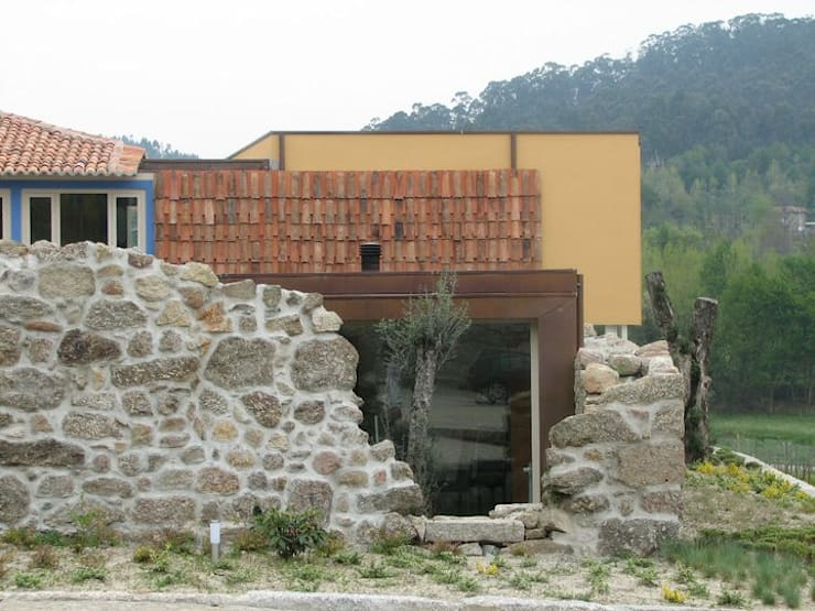 Quinta do Paço: Casas  por Atelier fernando alves arquitecto l.da