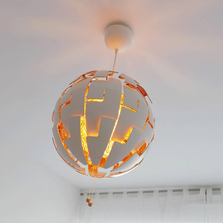 Suspension originale évolutive: Chambre de style de style Moderne par Skéa Designer