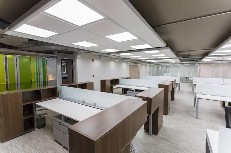 Corficolombiana: Estudios y despachos de estilo  por Qualittá Arquitectura