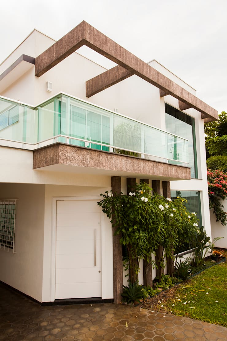 RETROFIT de casa de um para dois pavimentos: Casas familiares  por Janete Krueger Arquitetura e Design