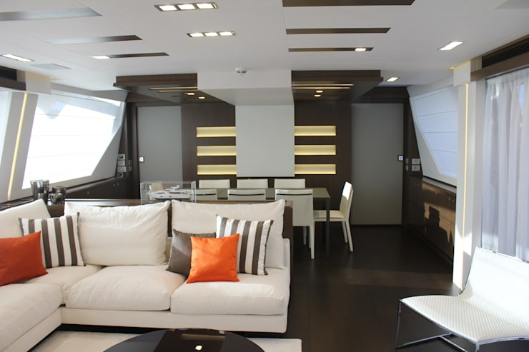 Yacht Custom Line 100: Sala de estar  por Silvia Costa |  Arquitectura de Interiores