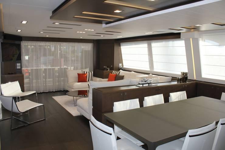Yacht Custom Line 100: Sala de jantar  por Silvia Costa |  Arquitectura de Interiores