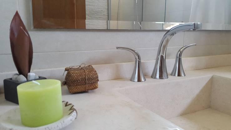 Mesada: Baños de estilo  por Arquitectura Laura Napoli
