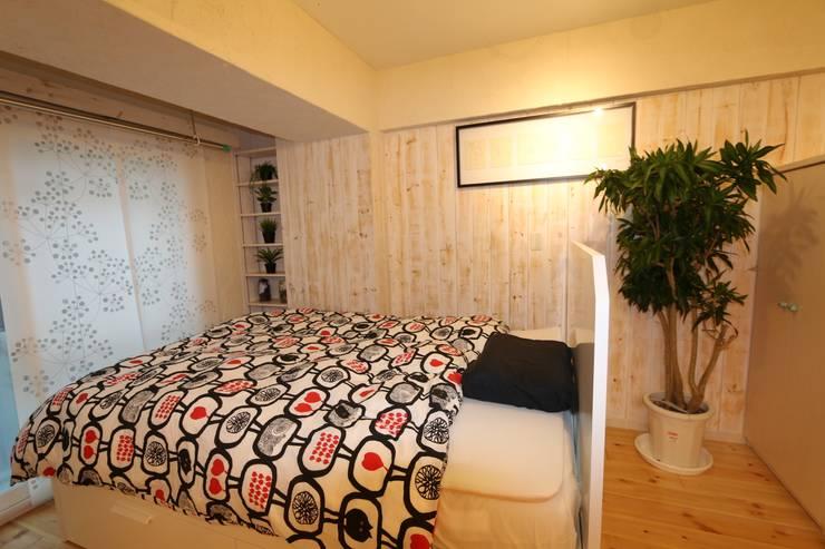 自然素材マンションリノベーションin 深川住宅                                                                                                                                          : 有限会社横田満康建築研究所が手掛けた寝室です。