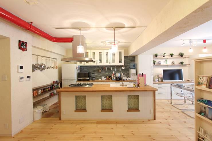 自然素材マンションリノベーションin 深川住宅                                                                                                                                          : 有限会社横田満康建築研究所が手掛けたキッチンです。