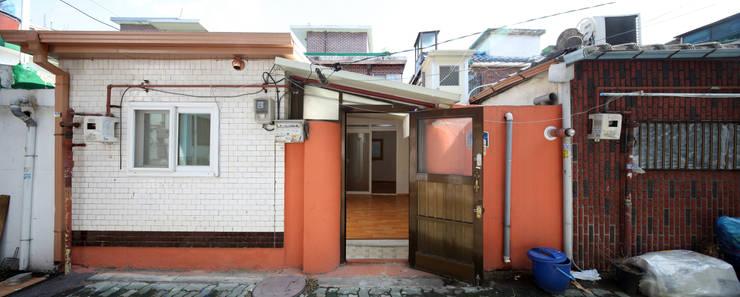Modern garage/shed by 토맥건축사사무소 Modern