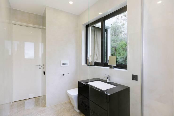Monte Carlo Penthouse: Salle de bains de style  par Vesta Vision