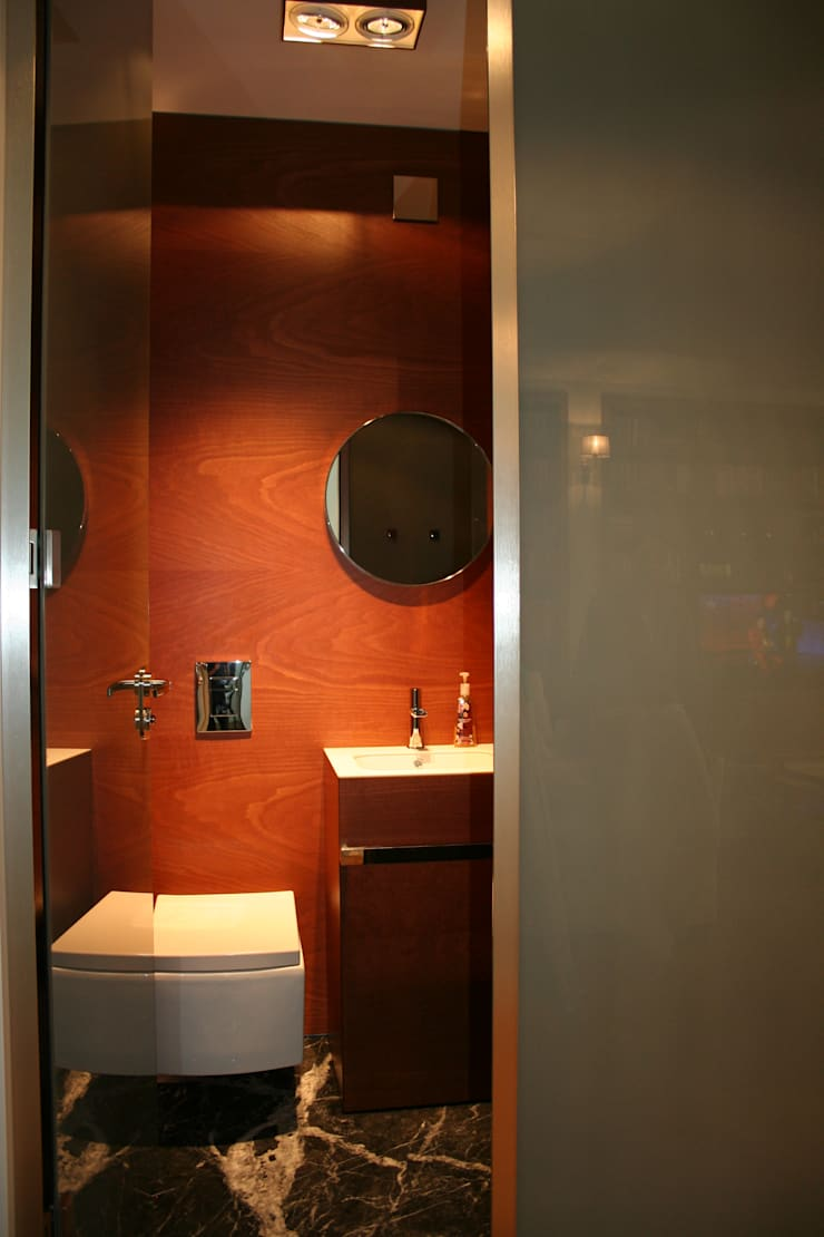 Baños de estilo moderno de Sic! Zuzanna Dziurawiec Moderno Vidrio