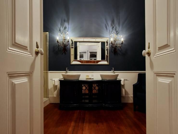 Torel palace LX: Casas de banho  por isabel Sá Nogueira Design