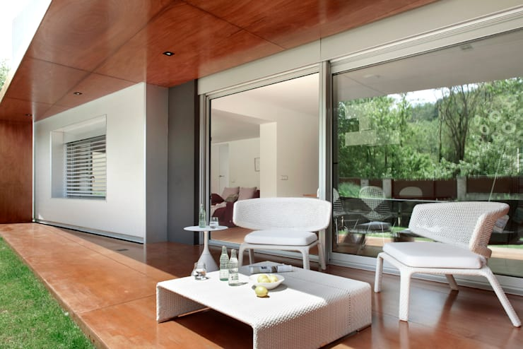 casa duff: Casas de estilo moderno de jordivayreda projectteam