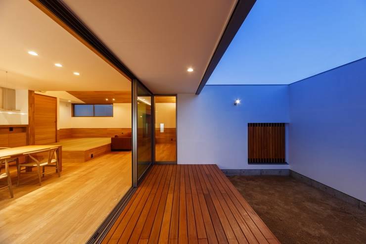 haus-slou: 一級建築士事務所hausが手掛けたテラス・ベランダです。