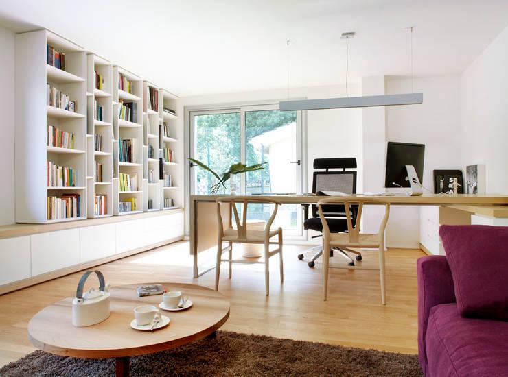casa duff: Salones de estilo moderno de jordivayreda projectteam