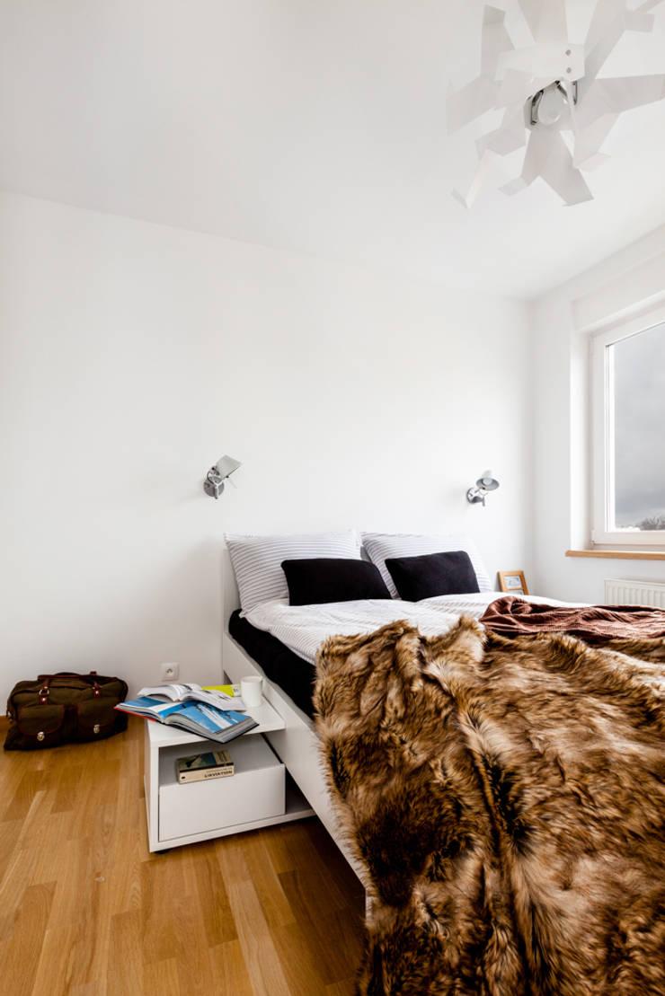 Our photoshoot of apartment design by mode:lina architects 1: styl , w kategorii Sypialnia zaprojektowany przez Ayuko Studio