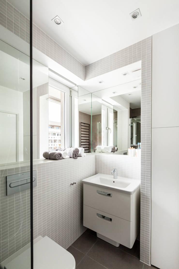 Our photoshoot of apartment design by mode:lina architects 1: styl , w kategorii Łazienka zaprojektowany przez Ayuko Studio
