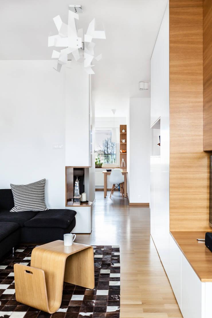 Our photoshoot of apartment design by mode:lina architects 1: styl , w kategorii Salon zaprojektowany przez Ayuko Studio
