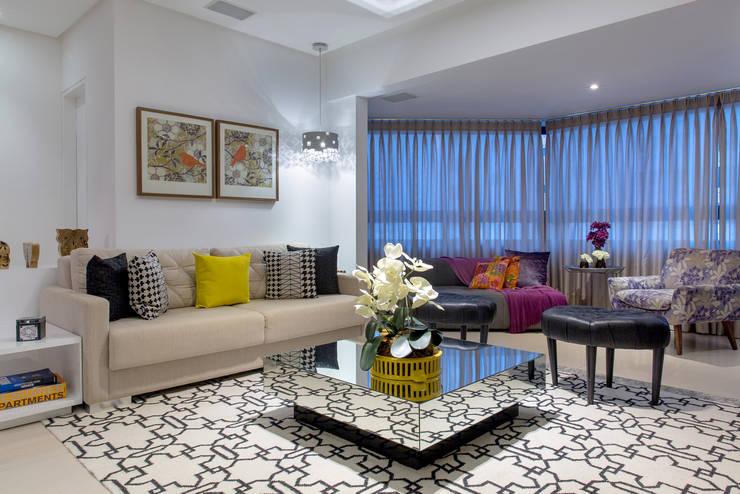 Sala de Estar: Salas de estar  por Bruno Sgrillo Arquitetura