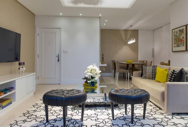 Salas Integradas de Estar e Jantar: Salas de estar  por Bruno Sgrillo Arquitetura