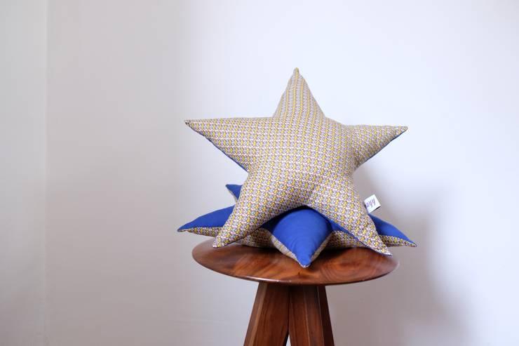 Coussin étoile géométrique et bleu: Maison de style  par Nayy