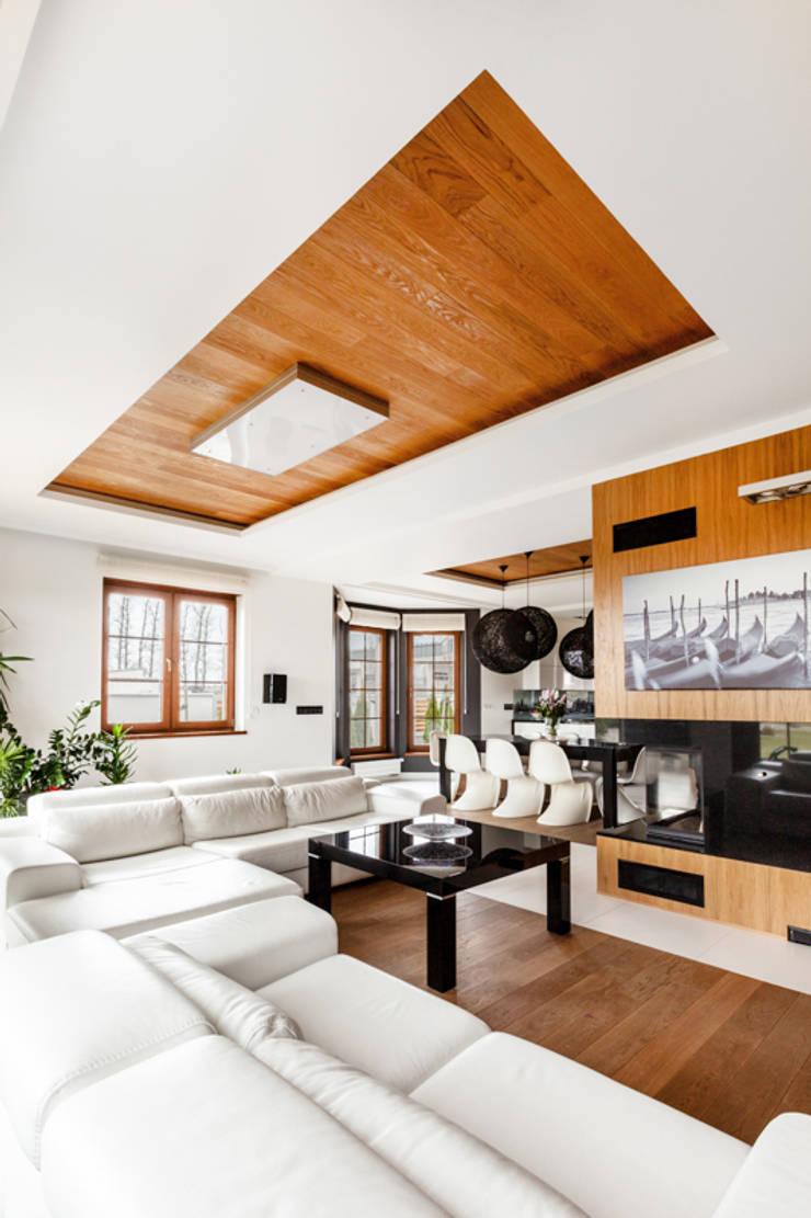 Our photoshoot of apartment design by Decocafe Architects: styl , w kategorii Salon zaprojektowany przez Ayuko Studio ,Nowoczesny