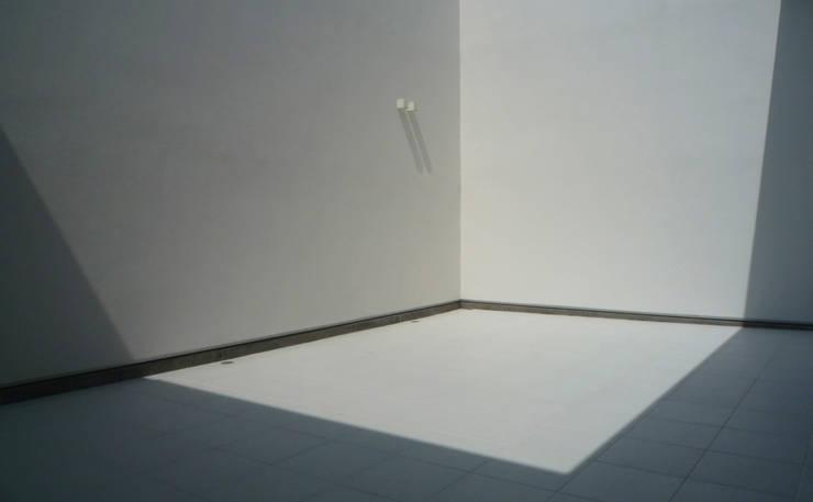 中庭01: design office ONが手掛けた家です。