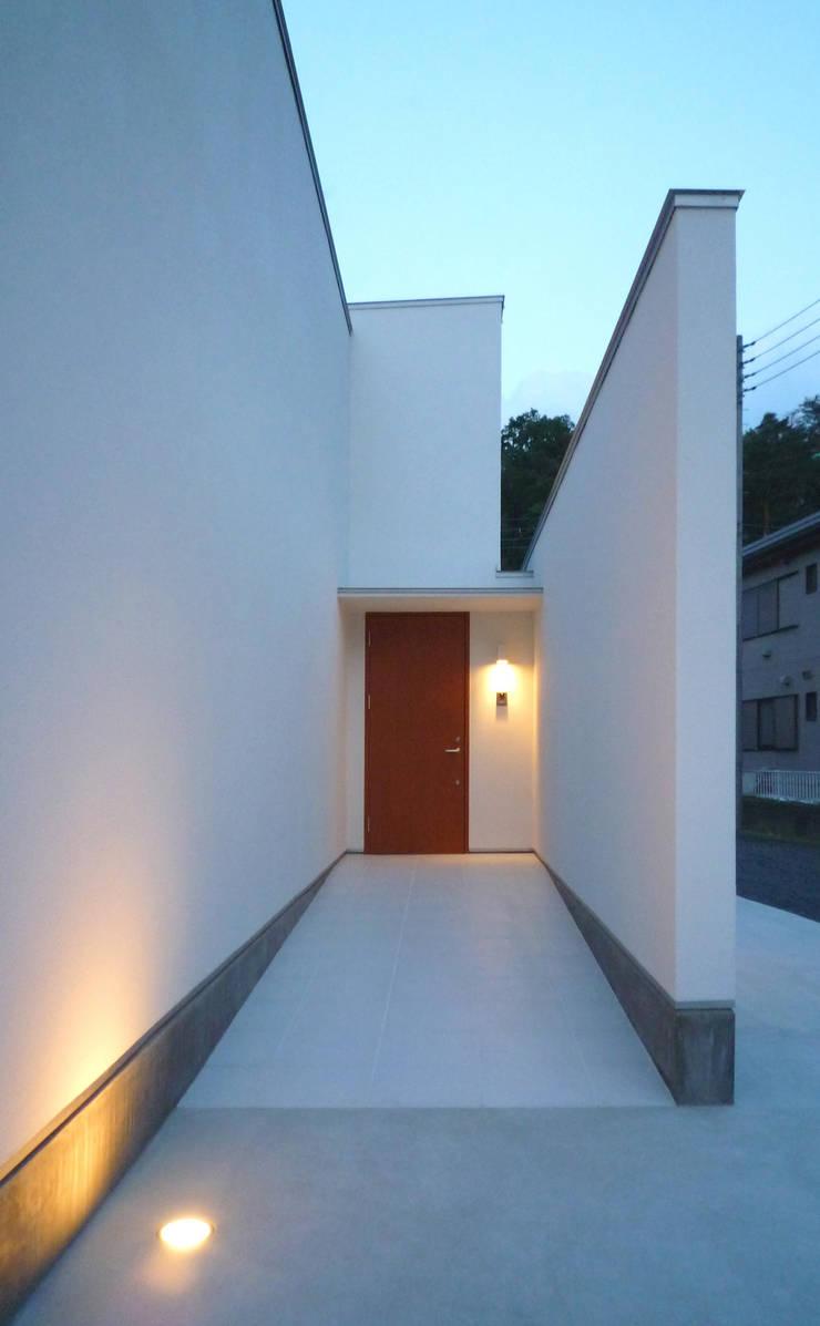 アプローチ: design office ONが手掛けた家です。