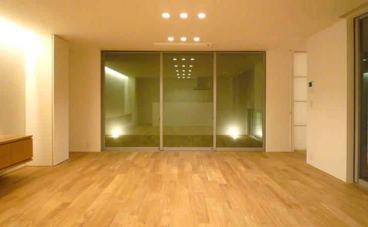 リビング・ダイニング: design office ONが手掛けた家です。