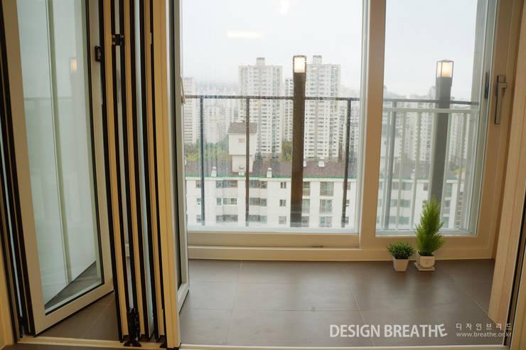 32평 초원대림아파트 리모델링 : 디자인브리드의  베란다