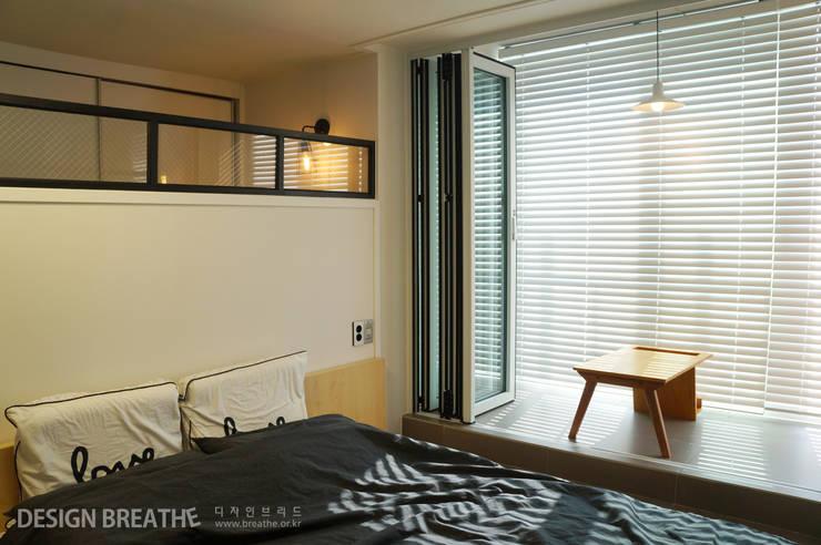 Dormitorios de estilo  por 디자인브리드