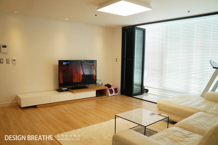 غرفة المعيشة تنفيذ 디자인브리드