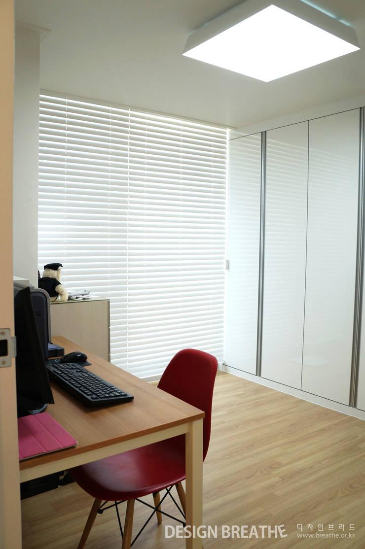 32평 초원대림아파트 리모델링 : 디자인브리드의  서재 & 사무실