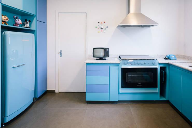 OPEN HOUSE | MAX LACERDA: Cozinha  por Casa de Valentina,
