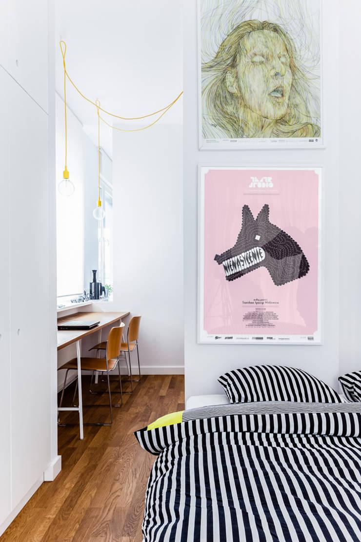 Our photoshoot of apartment design by Tatemono Architects: styl , w kategorii Sypialnia zaprojektowany przez Ayuko Studio