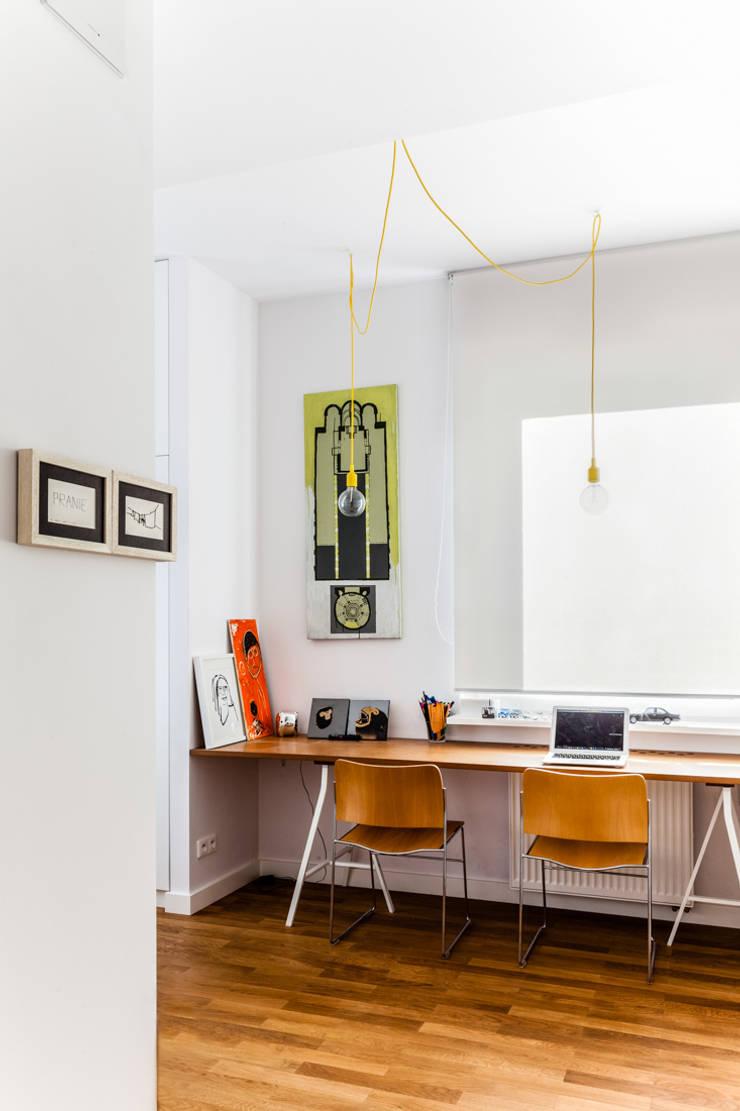 Our photoshoot of apartment design by Tatemono Architects: styl , w kategorii Domowe biuro i gabinet zaprojektowany przez Ayuko Studio