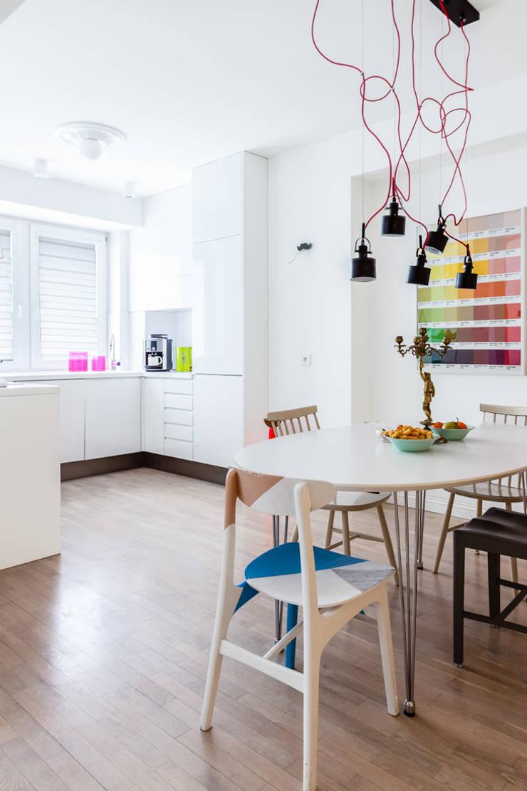 Our photoshoot of apartment design by Tatemono Architects: styl , w kategorii Jadalnia zaprojektowany przez Ayuko Studio