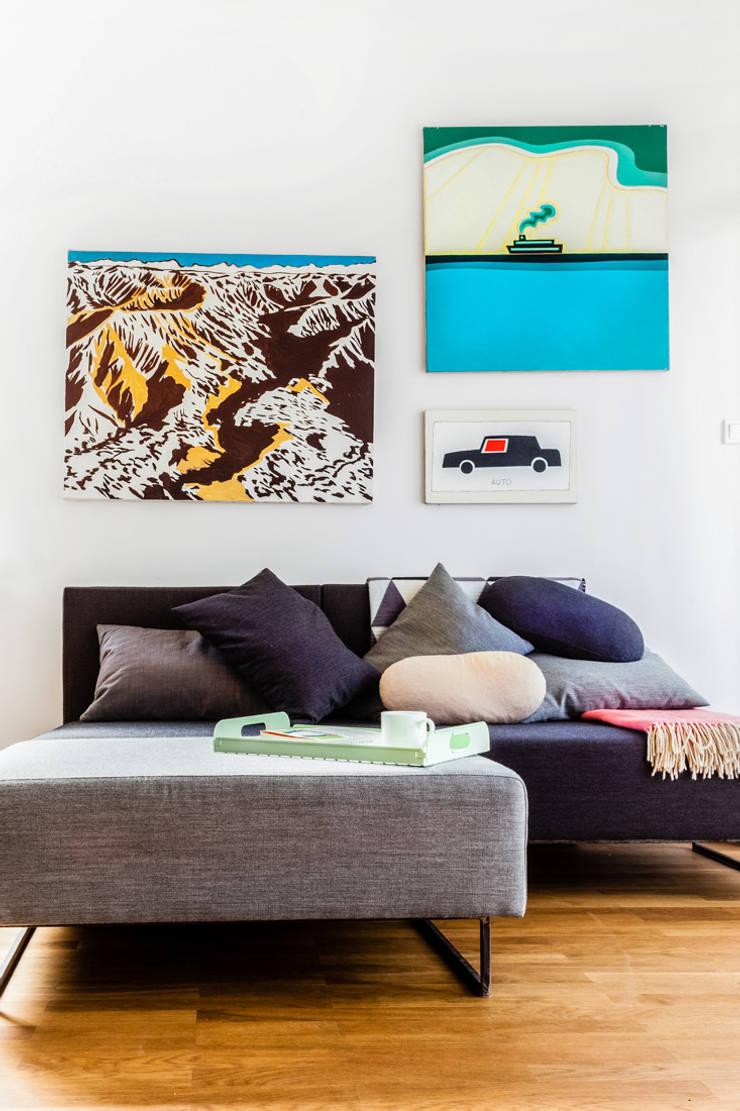 Our photoshoot of apartment design by Tatemono Architects: styl , w kategorii Salon zaprojektowany przez Ayuko Studio